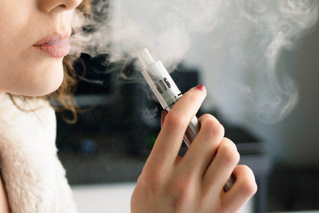 Cigarro eletrônico faz mal para a saúde? Descubra